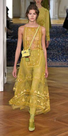 Desfile Valentino PrimaveraVero 2017 Paris Fashion Week Destaques  Fragmentos de Moda