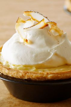 Anna Olson's Individual Coconut Cream Pies Mini with a luscious coconut cream filling are topped with airy whipped cream and toasted in this light and fresh dessert. Individual Desserts, Kid Desserts, Delicious Desserts, Anna Olson, Baking Recipes, Snack Recipes, Dessert Recipes, Coconut Cream, Toasted Coconut