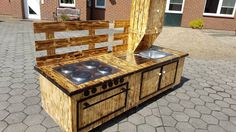www.99pallets.com wp-content uploads 2016 08 upcycled-pallet-scorched-mud-kitchen-with-sink-and-stove.jpg