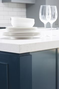 Sculptured detail to each corner under a fifty mm thick Silestone worksurface added to the strong simple feel of this New England kitchen New England Kitchen, Large Open Plan Kitchens, Architecture Details, Kitchen Design, Living Spaces, Plates, Contemporary, Furniture, Kitchen Island