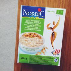 """Финская каша этого производителя давно продаётся практически во всех наших супермаркетах. Но вот найти кашу Nordic с экомаркировкой """"Евролист"""" можно не везде. Я беру в """"Стокманне"""". Обратите внимание на белого лебедя внизу — это не экологическая маркировка, а знак, которым финны отмечают свои продукты."""