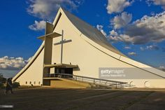 Catedral Militar Rainha da Paz : Military Cathedral of the Queen of Peace, Military Ordinary of Brazil (triangular architecture refers to a tent) Brasilia | Oscar Niemeyer