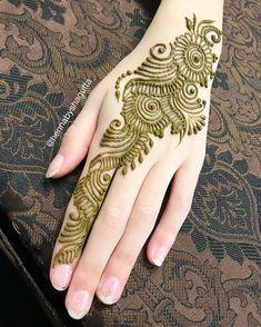 "444 Likes, 4 Comments - Shagufta (@hennabyshagufta) on Instagram: ""Love applying simple party henna strips! .. .. .. .. .. #henna #hennadesign #design #art #artist…"""