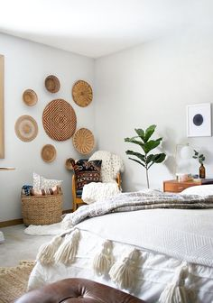 decoration A round up of the best places to find decorative wall baskets to add a touch of boho and texture to your space that& super affordable! Living Room Decor, Bedroom Decor, Bedroom Ideas, Living Rooms, Bedroom Designs, Bedroom Wall Decorations, Modern Bedroom, Wall Art Bedroom, Stylish Bedroom
