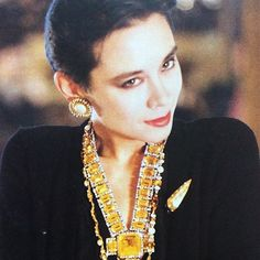 Pamela Hanson photograph of Tina Chow in Chanel for the April #1983 issue of Tatler magazine. Cashmere cardigan and faux citrine #jewellery by #Chanel. #makeup by Chanel using Les Fantastiques collection. #pamelahanson #photography #fashion #fashionphotography #1980s #michaelroberts #tinachow #socialite #tinabrown #karllagerfeld #magazines #print #tatlermagazine @pamela_hanson @glenn_wassall @chanelofficial @tatleruk