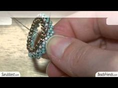 Excellent peyote bezel tutorial just click to see it in english Seed Bead Jewelry, Seed Beads, Diy Jewelry, Beaded Jewelry, Jewelery, Handmade Jewelry, Jewelry Design, Jewelry Making, Beading Techniques