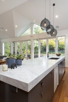 A Carrara Marble bench sets the tone for the kitchen in this beautiful family home #cdkstone #carrara #carraramarble #marble #benchtops #splashbacks #naturalstone #naturalbeauty #naturesmasterpiece #designinspiration #designstyle
