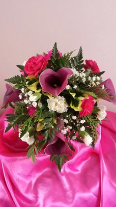 This is a lovely bridal/bridesmaid bouquet.