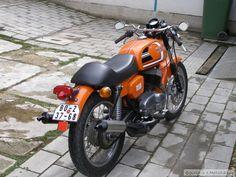 Cafe Racer Bikes, Cafe Racers, Jawa 350, Old Motorcycles, Scrambler, Custom Bikes, Bobber, Vehicles, Bikers