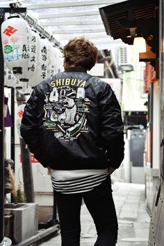 ☀Collaboration of the MA-1 and Sukajan? ➔On top of the MA-1 based jacket is the embroidered Sukajan! Hey! Come to Vanquish for a special one! ★VANQUISH (JP.)http://vanquish.jp/ ★BLOG (EN.)https://goo.gl/iiotyp #japankuru #japan #cooljapan #osaka #shinsaibashi #shopping #vanquish #ceno #sukajan #メンズファッション #スカジャン #皮ジャン