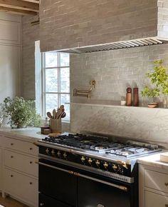 Interior Exterior, Kitchen Interior, Kitchen Decor, Interior Design Inspiration, Home Interior Design, Dream Home Design, My New Room, Cozy House, Home Deco