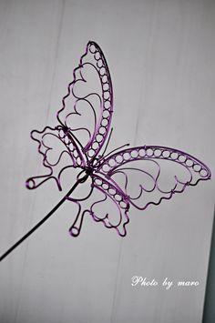 ヒヤシンス ダークディメンション と ワイヤーアートの揚羽蝶 と ご意見を聞かせてください♪♪ : 麻呂犬写真館 *ガーゴイルの棲むお庭*