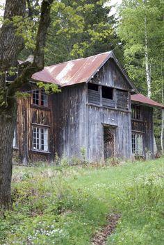 Barn, perhaps in Norway. The original pinner wrote in Norwegian.
