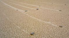 Cel mai mare secret al Terrei! Misterioasele pietre mişcătoare din Valea Morţii - California.