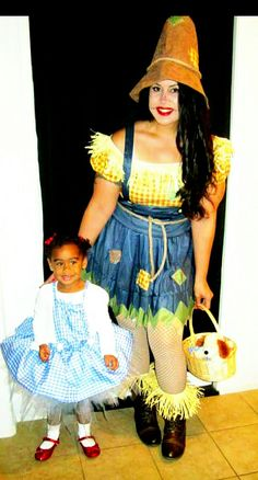 Dorothy and scarecrow mommy daughter halloween costumes. 2014 Dorothy and scarecrow mommy daughter halloween costumes. Funny Halloween Costumes Boys, Mother Daughter Halloween Costumes, Matching Halloween Costumes, Mom Costumes, Halloween Costume Contest, Pop Culture Halloween Costume, Family Costumes, Baby Halloween, Lumberjack Halloween