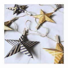 あと2か月も経たないうちに、クリスマスがやってきます。秋冬のインテリアでも人気の、神聖なイメージのスターオブジェを、折り紙で作る方法をご紹介します。