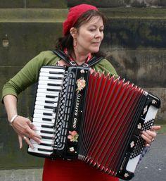 Tour Scotland photograph of a street musician on visit to Edinburgh