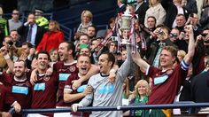 #Heart of Midlothian FC got the better of ten-man Hibernian FC in the first all-Edinburgh Scottish Cup final for 116 years as Rudi Skácel scored twice in a 5-1 win for Paulo Sérgio's team.