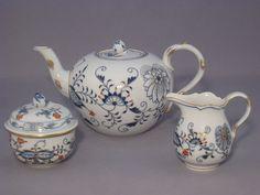 Meissen tea set for 6 peopleOnion pattern, cobalt blue, red and gold-plated, gold rim (Decor no. 800117)Consists of:1 x tea pot (capacity 1 liter, Form No. 00726)1 x sugar (height 10, diameter 9 cm, form No. 00822)1 x milk jug (capacity of 0.15 liters, height 9 cm, form No. 00763)6 x coffee cups and saucers (height 7 cm, diameter 15 cm, capacity 0.2 liter, form no. 00633)6 x dessert plates 18 cm (form no. 00501)1st Choice