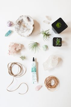 Rose Quartz: Combined with the clarifying attributes of crystals, these DIY crystal planters are super-charged to cleanse your space — and they're super pretty! Diy Crystals, Crystals And Gemstones, Stones And Crystals, Black Crystals, Hanging Crystals, Do It Yourself Inspiration, Diy Inspiration, Crystal Garden, Crystal Terrarium Diy