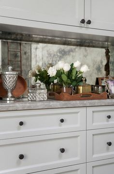 Ideas Kitchen Marble Splashback Gray Cabinets For 2019 Luxury Interior Design, Interior Design Kitchen, Home Design, Design Ideas, Modern Design, Antique Kitchen Cabinets, Grey Cabinets, Rustic Cabinets, Kitchen Cupboard