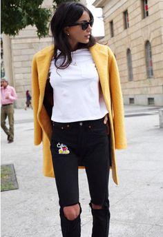 SMILING GIRL #chiarabiasi indossa il cappottino giallo SHOP⭐️ART #new #winterstyle #shopart #collection #superwow