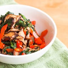A simple #vegan shiitake mushroom, red pepper and spinach #stirfry perfect for a #weeknight meal