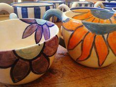 En la tienda... tazones de cerámicas hechos en torno y pintados a mano