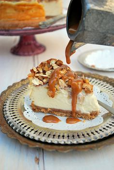 """apple pecan cheesecake para celebrar un aniversario """"wow,It's beautiful. The post apple pecan cheesecake para celebrar un aniversario appeared first on All The Food That's Fit To Eat . Pecan Cheesecake, Cheesecake Recipes, Caramel Pecan, Caramel Apples, Apple Recipes, Sweet Recipes, Just Desserts, Delicious Desserts, Yummy Treats"""