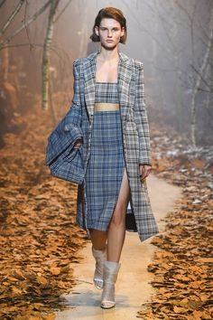Off-White Fall 2017 Ready-to-Wear Fashion Show - Giedre Dukauskaite