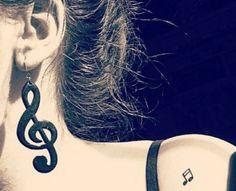 Nota musicale tatuata sulla spalla