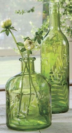 Less is more, simple green glass vases via Country Door Go Green, Green Colors, Pretty Green, Olive Green, Vert Olive, Vibeke Design, Deco Nature, Vintage Bottles, World Of Color