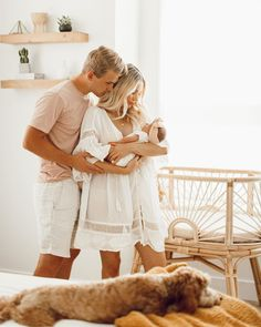 Excellent baby arrival information are offered on our site. Read more and you wont be sorry you did. Cute Family, Baby Family, Family Goals, Newborn Pictures, Baby Pictures, Newborn Pics, Aspyn And Parker, Future Mom, Lifestyle Newborn