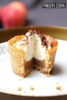 -Apple Wine Cupcakes – Kuchen & Co. – Apple Wine Cupcakes – Kuchen & Co. Donut Recipes, Cupcake Recipes, Cookie Recipes, Snack Recipes, Dessert Recipes, Keto Donuts, Baked Donuts, Cookies Et Biscuits, Cake Cookies