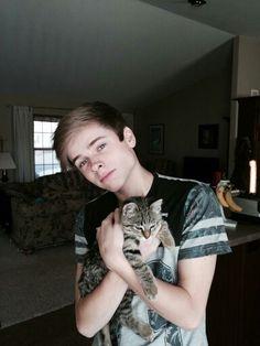 Luke with Chris O'Flyng's cat Chimpin Burgly