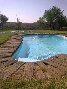 http://sphotos-d.ak.fbcdn.net/hphotos-ak-ash4/293061_425825850806959_1886267894_n.jpg Nice rustic idea for a pool surround