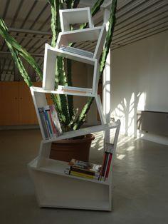 Libreria Babylon può essere posizionata anche come elemento free-standing al centro dell'ambiente abitativo.