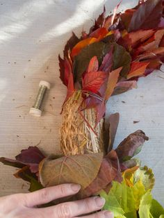 bladkrans-diy-2 Burlap Christmas, Christmas Wreaths, Chevron Burlap Wreaths, Crochet Top Outfit, Fall Door Decorations, Autumn Wreaths, Cotton Pads, Half Double Crochet, Wreaths For Front Door