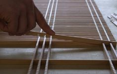 Senbon-koushi Kumiko Japanese Lattice ·«ǂ Woodworking Patterns, Woodworking Projects, Wooden Partitions, Patterned Furniture, Japanese Joinery, Decorative Wall Panels, Wood Joinery, Wood Art, Home Crafts