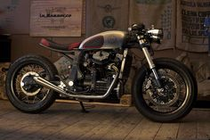 Cafe Racer, custom and classic motorcycles from around the globe. Featuring the world's top builders of custom motorcycles and Cafe Racers since Cafe Racers, Cx500 Cafe Racer, Cafe Racer Build, Cafe Racer Motorcycle, Motorcycle Clubs, Motorcycle News, Motos Honda, Honda Cx500, Moto Cafe