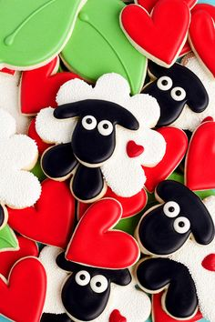 Simple sheep cookies are sugar cookies decorated with royal icing and white nonpareils. Can you guess what cutter the head is made from? Click to see!