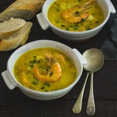 Our excellent ready to use Fish Stock is a necessary ingredient to form the basis of this delicious seafood soup, this soup is an excellent meal in one if served with bread and a salad. Healthy Family Meals, Healthy Snacks, Seafood Soup Recipes, Bowl Of Soup, Roasted Red Peppers, Salad Ingredients, Appetisers, Curry, Stuffed Peppers