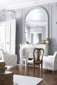 love the grey walls and white mantle