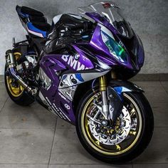 BMW - Brought to you by Smart-e Bmw S1000rr, Moto Bike, Motorcycle Bike, Filles Monster Energy, Motos Honda, Custom Sport Bikes, Bmw Autos, Cool Motorcycles, Sportbike Motorcycles
