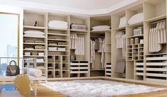 As mulheres sonham com um grande closet, para manter a roupa, sapatos e acessórios bem organizados e guardados, um closet que ajude na escolha da roupa no