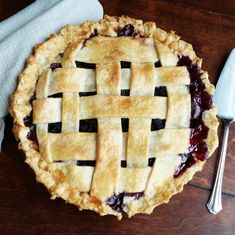 Easy Homemade Blackberry Pie- the best way to use those blackberries! Blackberry Pie Fillings, Blackberry Pie Recipes, Blackberry Cobbler, Blackberry Bush, Easy Pie Recipes, Donut Recipes, Camping Recipes, Go Camping, Amish Donuts Recipe