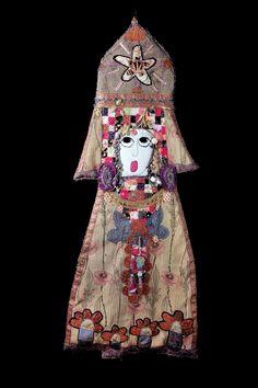 Oeuvres textiles | ise - brodeuse d'images Mosaic Portrait, Textiles, Textile Art, Fiber Art, Art Dolls, Alice, Artsy, Sculpture, Quilts