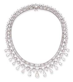 AN ELEGANT DIAMOND NECKLACE, B
