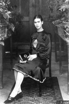 Frida Kahlo age 18 in 1926. Photo by Guillemero Kahlo. Such style inspiration!!