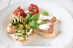 3x bruschetta recept Bruschetta Recept, Bruchetta, Tapas, Bbq, Favorite Recipes, Breakfast, Ethnic Recipes, Lunches, Food